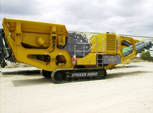 Striker HQ910 Mobile Impact Crusher 1