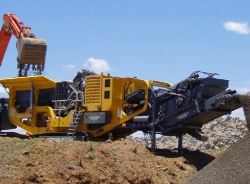 Striker HQR1112 Mobile Impact Crusher 1