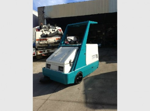 Sweeper - Tennant 6400 Industrial Broom/Vac Rider Sweeper  1