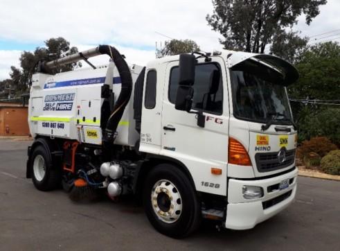 Street Sweeper Truck 3