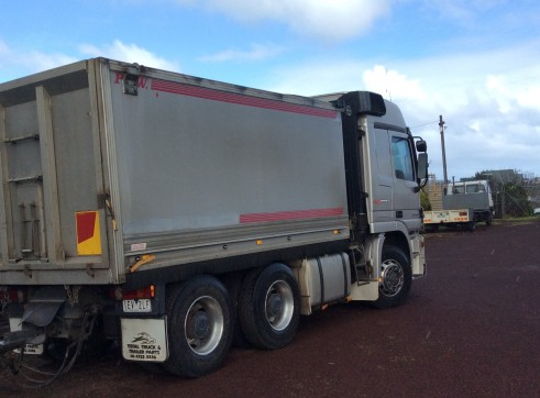 Tipper truck and trailer 2