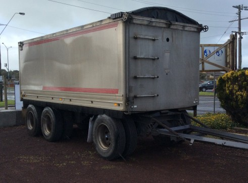 Tipper truck and trailer 3