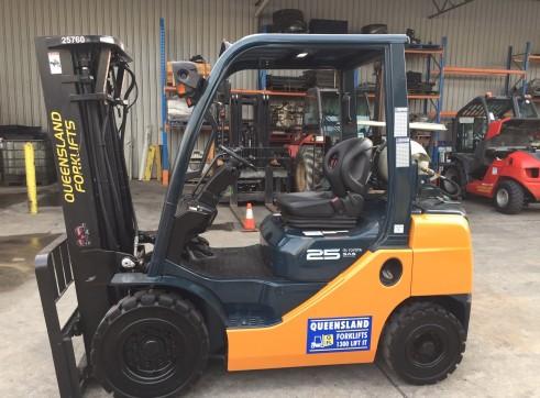 Toyota 8FG25  - 2.5T Gas Forklift 1
