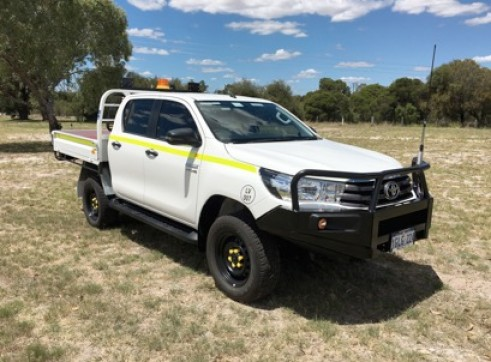 Toyota Hilux Dual Cab Tray Back Ute 1