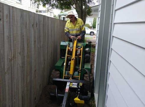 Kanga Mini Digger with Trencher  11