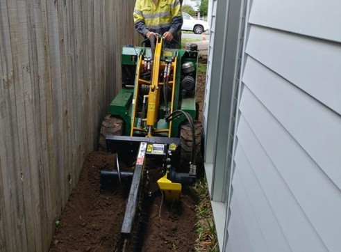 Kanga Mini Digger with Trencher  12