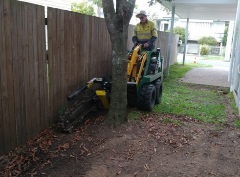 Kanga Mini Digger with Trencher  16