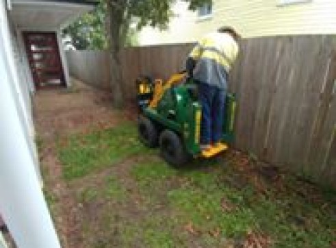 Kanga Mini Digger with Trencher  17