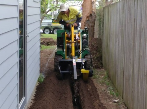 Kanga Mini Digger with Trencher  8