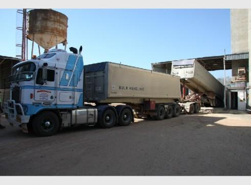 Truck Hire - Semi Tippers, Semi Flattops, Floats 1