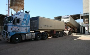 Truck Hire - Semi Tippers, Semi Flattops, Floats 1