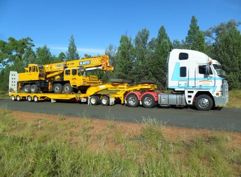 Truck Hire - Semi Tippers, Semi Flattops, Floats 3
