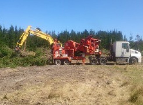 Truck mounted whole tree chipping machine 1