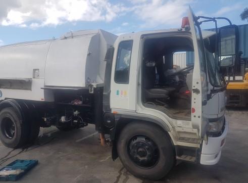Vacuum Hydro excavation Truck 4000L 1