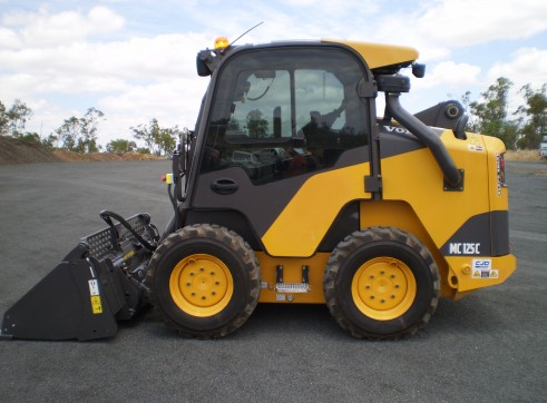 Volvo MC125C Skid Steer Loader 1