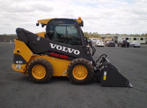 Volvo MC125C Skid Steer Loader 2