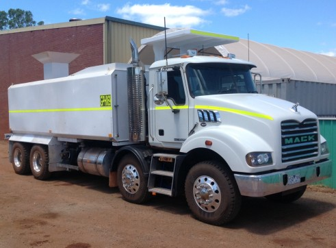Water Cart 8 Wheeler Mack 20,000L - Mine Spec 1