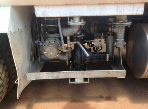 Water Cart 8 Wheeler Mack 20,000L - Mine Spec 2