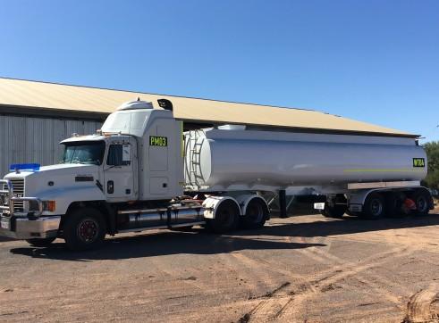 32,000L Water Tanker 1