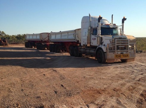 Western Star 4864 Prime Mover & Tripple Side Tippers 1