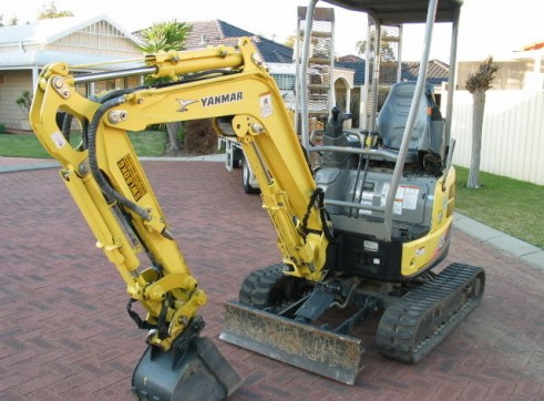 Yanmar Vio17 Mini Excavator 1.7T on Trailer 1