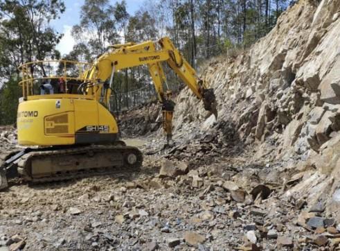 Zero Swing - 15T Sumitomo Excavator 1